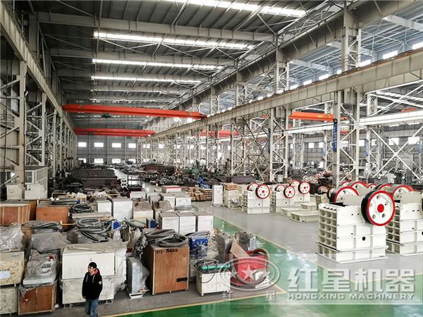 虽然同为小型鄂式碎石机,但时产50吨的型号和时产5吨的型号肯定不会卖一样的价格,不说成本不一样,它们创造的收益也不一样
